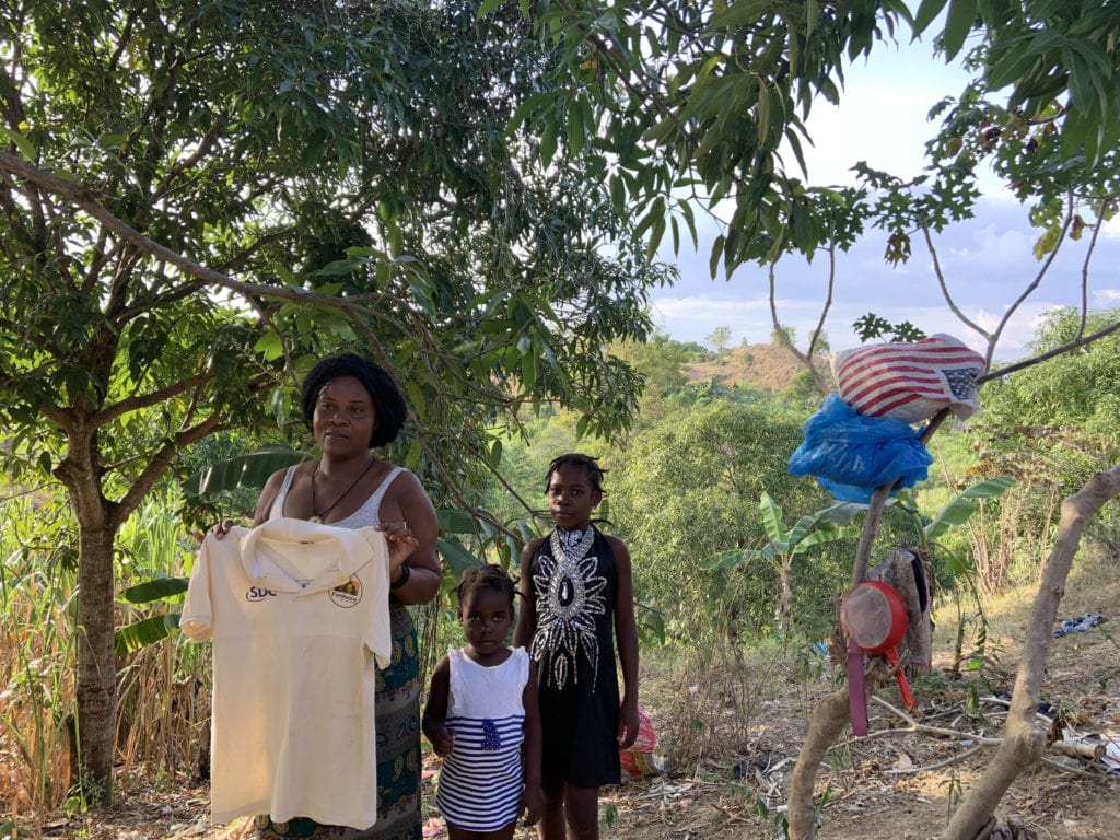 woman with her children posing with a shirt